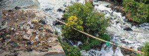 grote hoeveelheden afval langs rivieren afvalcontainer bestellen